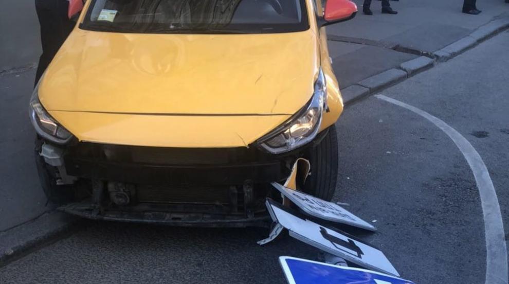 Таксиджията в Москва задрямал на волана и случайно натиснал газта (ВИДЕО)