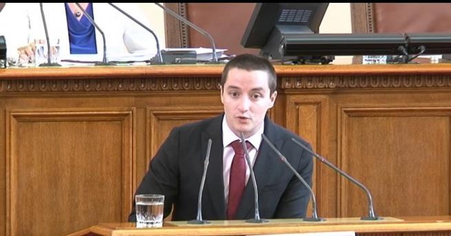 Депутатът от БСП Явор Божанков беше заплашенотшофьор с пистолет на