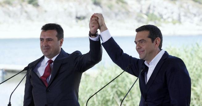 Гръцкият министър на външните работи Никос Кодзияс и македонският му