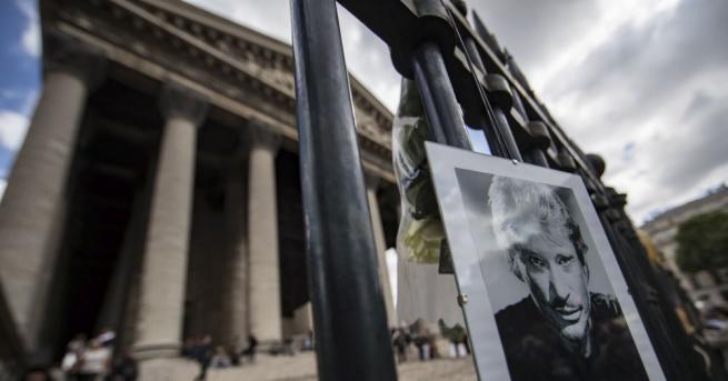 3-метров паметник на Джони Холидей беше открит в селото Вивие
