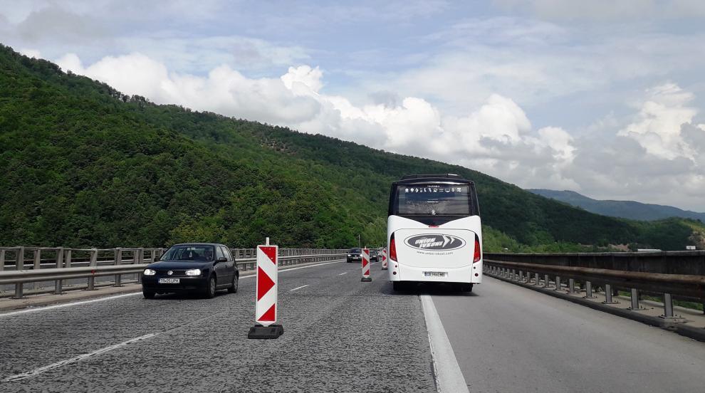 Важно за шофьорите: Засилен трафик и ограничения - вижте къде