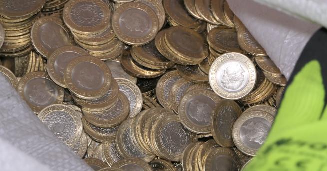34 000 фалшиви монети с номинал 2 британски паунда с