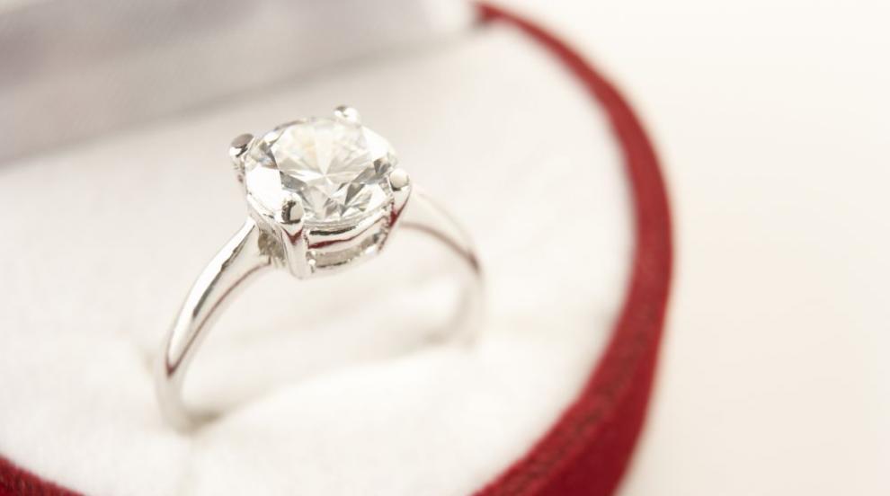 Полицай откри годежен пръстен за 20 000 долара
