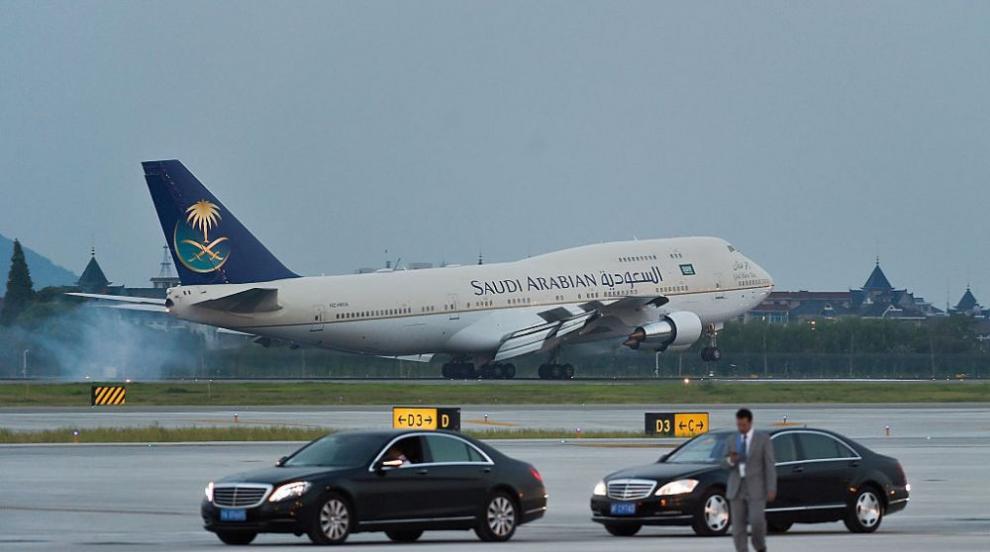 Самолетът на Саудитска Арабия се запали в движение (СНИМКА)