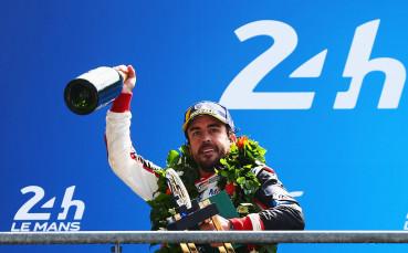 Алонсо хвърли сянка върху бъдещето си във Ф1