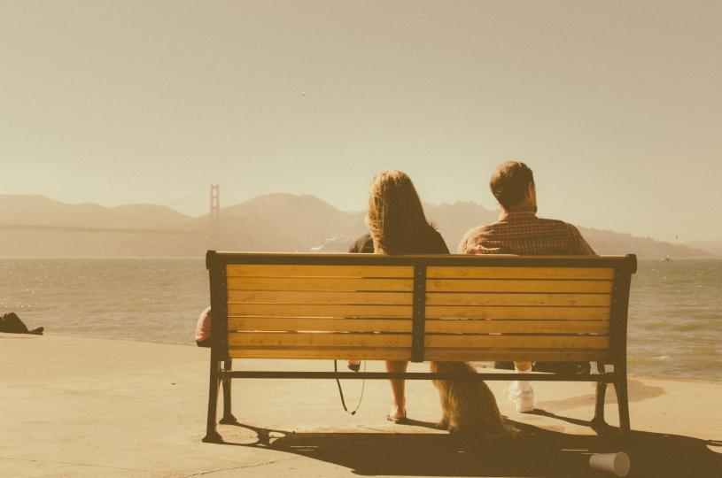 <p><strong>Липсва комуникация</strong></p>  <p>Често несподелянето на чувствата си с любимия е първият знак, че влюбването отминава, затова и двамата подсъзнателно общувате по-малко. Осъзнаването на проблема и полагането на усилие за комуникация може да помогне. Ако общуването липсва от повече време, терапията също е опция.</p>