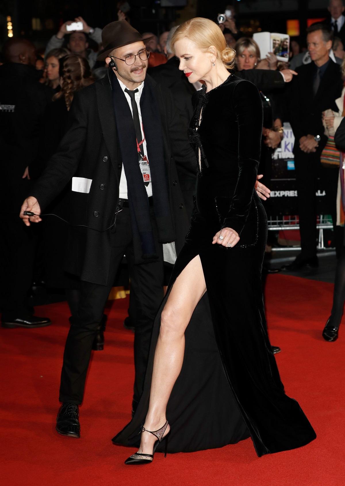 Никол Кидман бе неотразима на филмовия фестивал в Лондон през 2016 г. Но трябва да признаем, че високата цепка точно отпред на черната ѝ рокля създаваше лек дискомфорт.