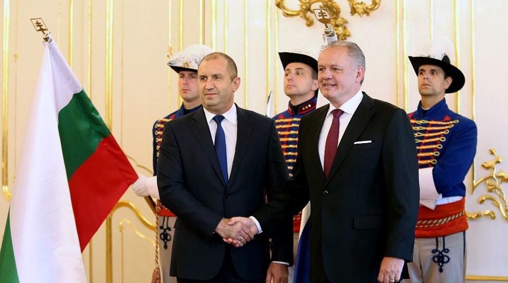 Радев в Братислава: Охраната на външните граници на ЕС трябва да е...