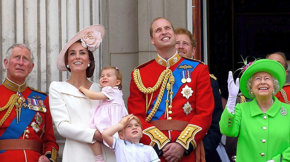 Шест кралски кръщенета – Елизабет Втора, Чарлз, Уилям, Хари, Джордж и...