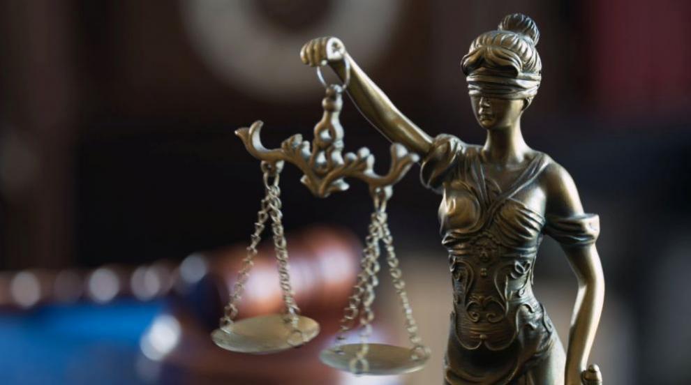 Предадоха на съд обвинения за убийството на малката Дамла