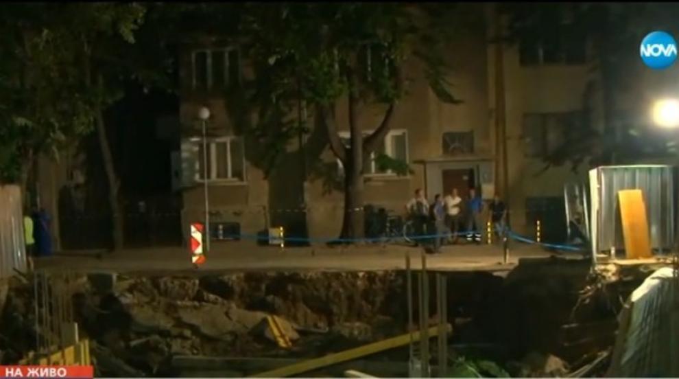 Улица в центъра на Варна пропадна (ВИДЕО)