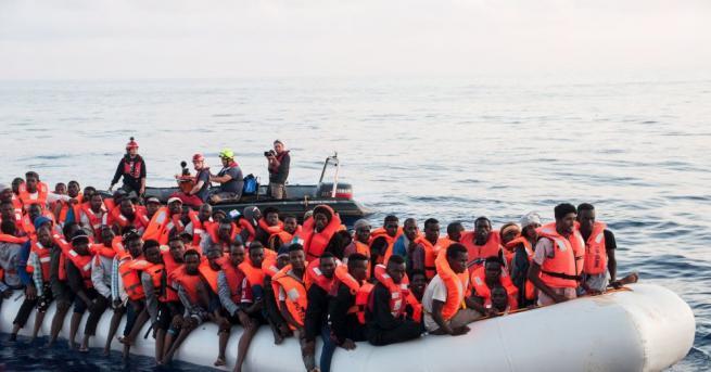 Общо 569 мигранти бяха спасени тази сутрин при три операции,
