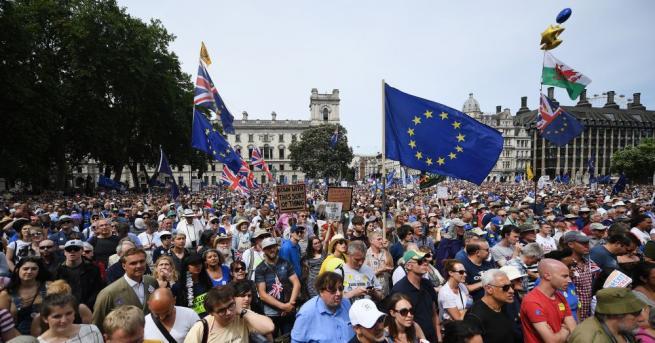 Около 100 000 души излязоха днес по улиците на Лондон,