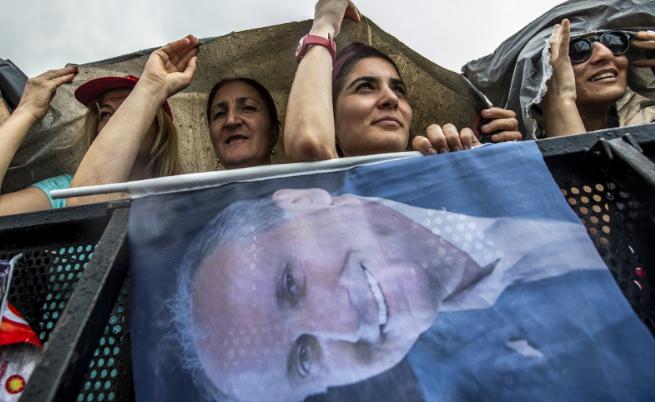 Милиони излязоха на митинг в Истанбул