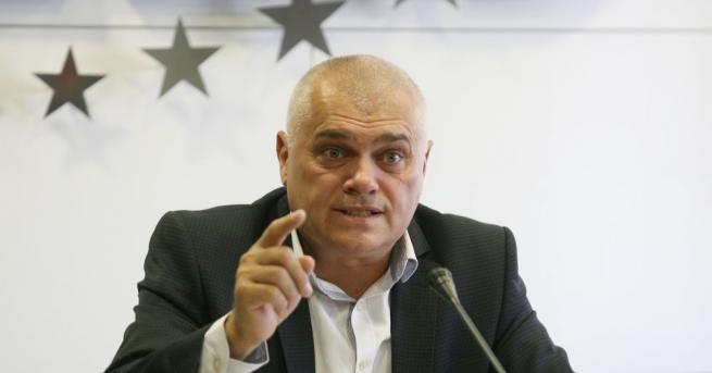 Министърът на вътрешните работи Валентин Радев отрече обвиненията на левицата,