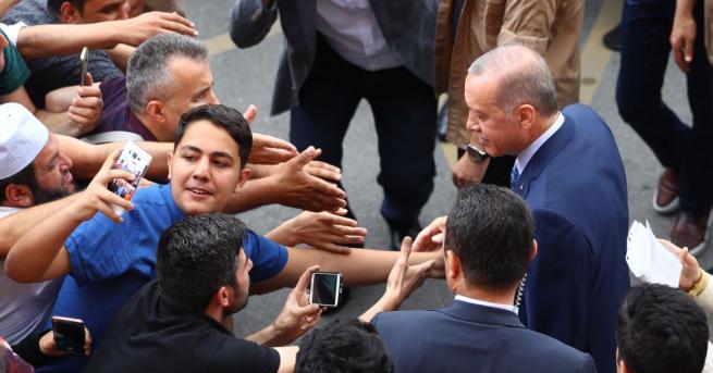 Настоящият президент Реджеп Тайип Ердоган води на президентските избори в