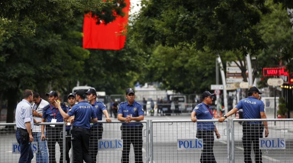 Беглец от закона рани с нож 11 души в Истанбул