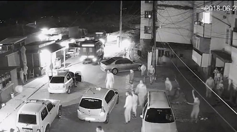 Полицията пусна видео от сблъсъците в Ботевград