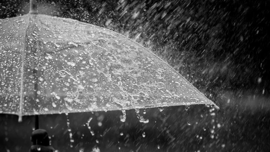 """""""Нефели"""" удари и Крайморие, силна буря вилня на плажа"""