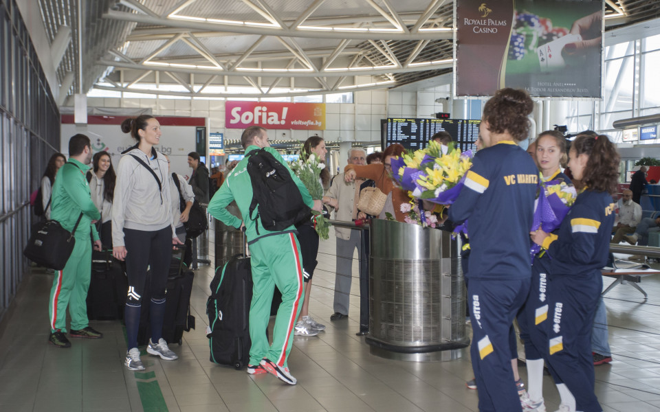 Волейболистките се прибраха в България