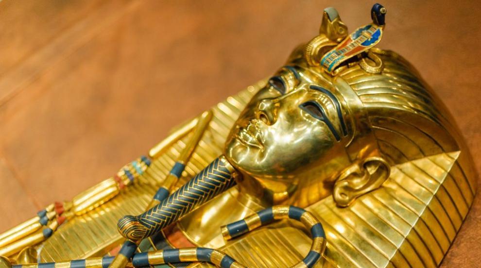 Излагат на търг уникален каменен бюст на Тутанкамон