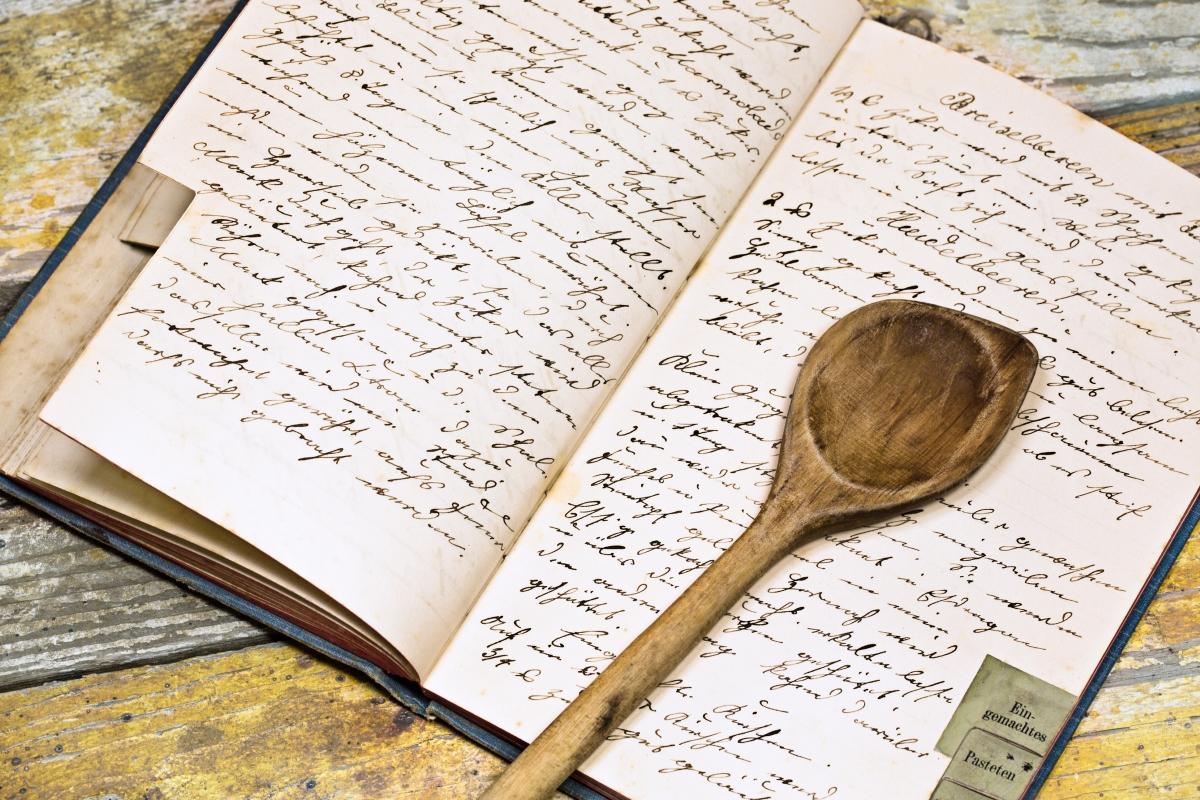 Съставете си книга за любимите семейни рецепти: кулинарните тайни от майка, баба или леля.
