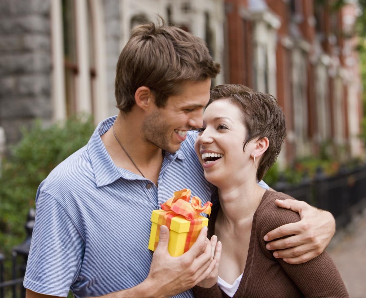 Водолеите от нежния пол ще ви обърнат внимание, ако сте индивидуалисти със собствено мнение, социално ангажирани, широкомислещи, глобално ориентирани личности, които ценят истинското приятелство. Тези жени ще гледат през вас и ще виждат истинската ви същност, без да се впечатляват особено от социален статус и материални атрибути.