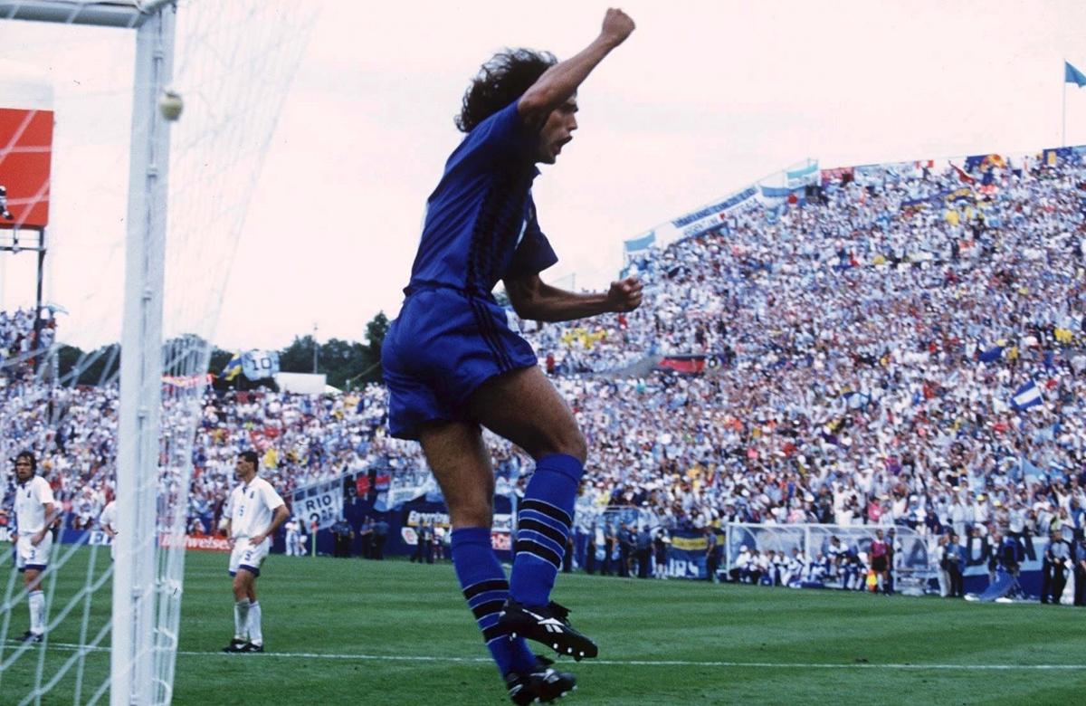 Батистута ликува след гол срещу Гърция, 1994 година.