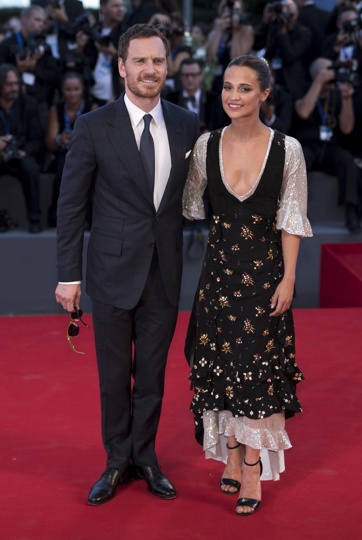Звездите на Холивуд Алисия Викандер иМайкъл Фасбендър се венчаха тайно в Ибиза през октомври 2017 г. На сватбата са присъствали само най-близките им приятели и роднини.