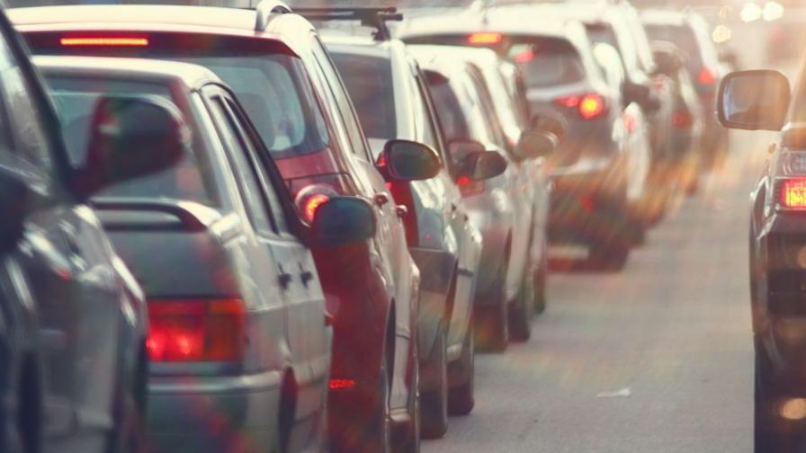 """Засилен трафик днес, колона от автомобили на """"Тракия"""""""