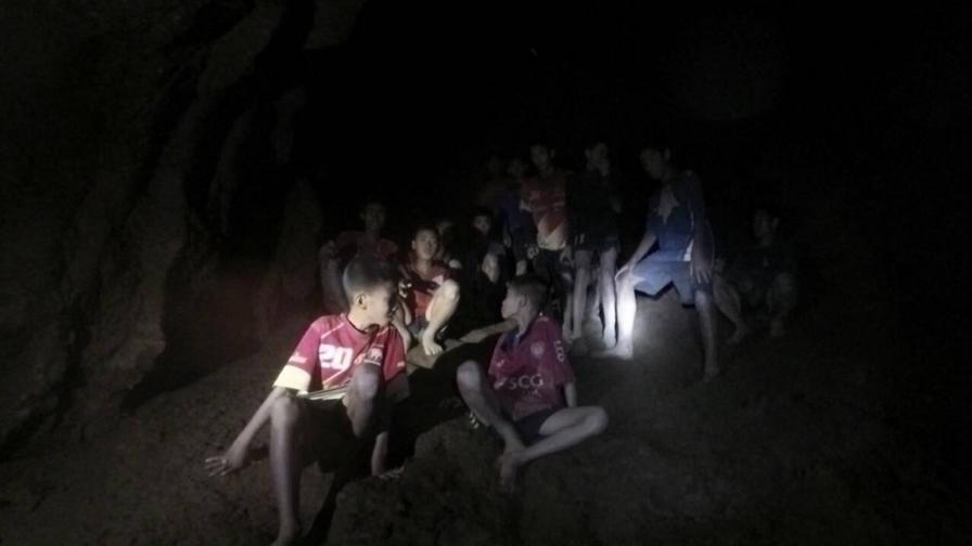 Учениците, изчезнали в пещера в Тайланд, са намерени живи