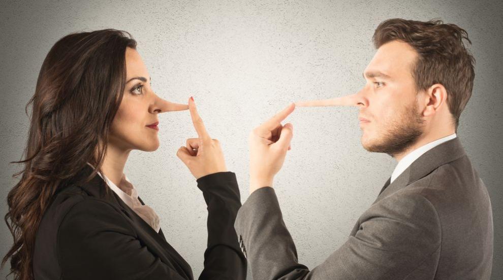 Лъжците имитират жестовете на събеседника си