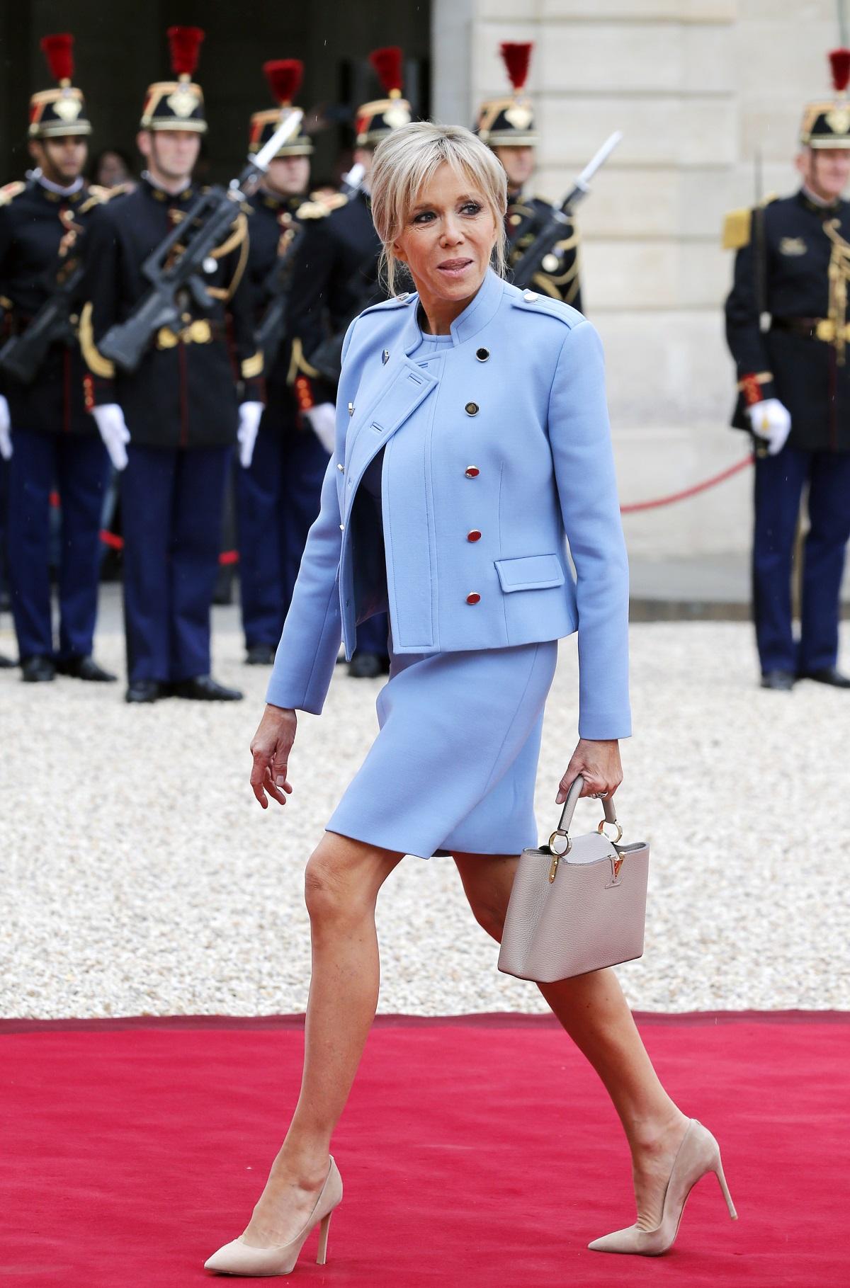 Брижит Макрон на церемонията по встъпване в длъжност на новия президент на Франция - Еманюел Макрон.