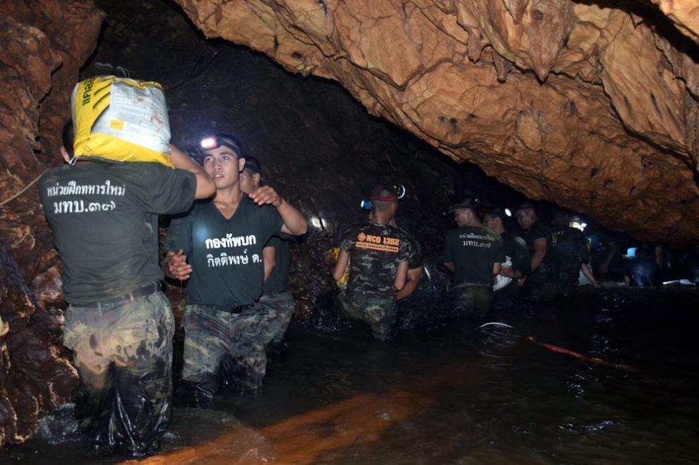 Резултат с изображение за тайландските деца, заклещени в наводнена пещера