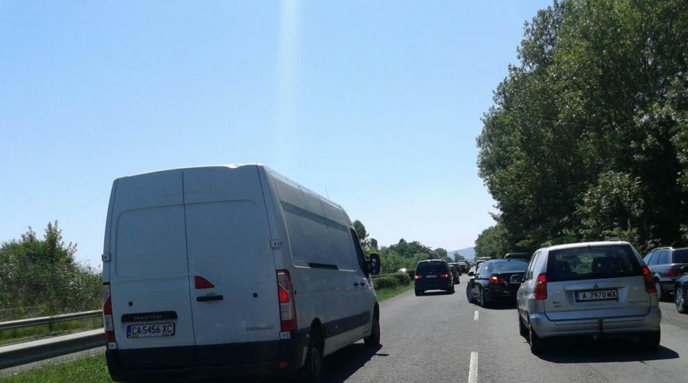 """Проверки на """"Пътна полиция"""" блокираха пътя за Южното Черноморие"""