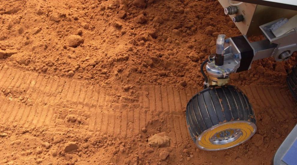 Робот ще бъде спуснат на една от луните на Марс