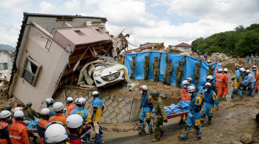 В Япония продължават да броят жертвите след унищожителните порои (СНИМКИ)