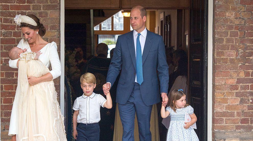 Джордж и Шарлот по-сладки отвсякога на официалните снимки от кръщенето на...