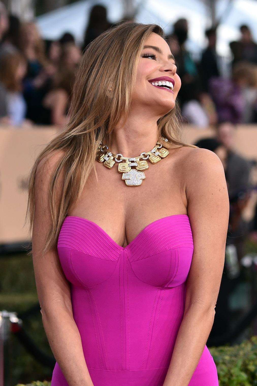 София Вергара - винаги усмихната и позитивна също е имала сериозен проблем с щитовидната жлеза. През 2002 година тя е водила битка с рака на този орган.
