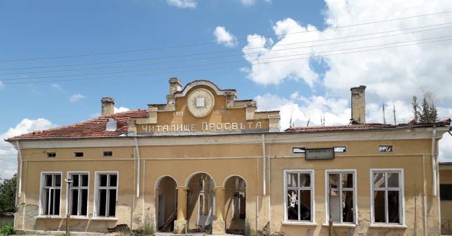 Читалището в село Ивански е с дълга традиция. Години наред