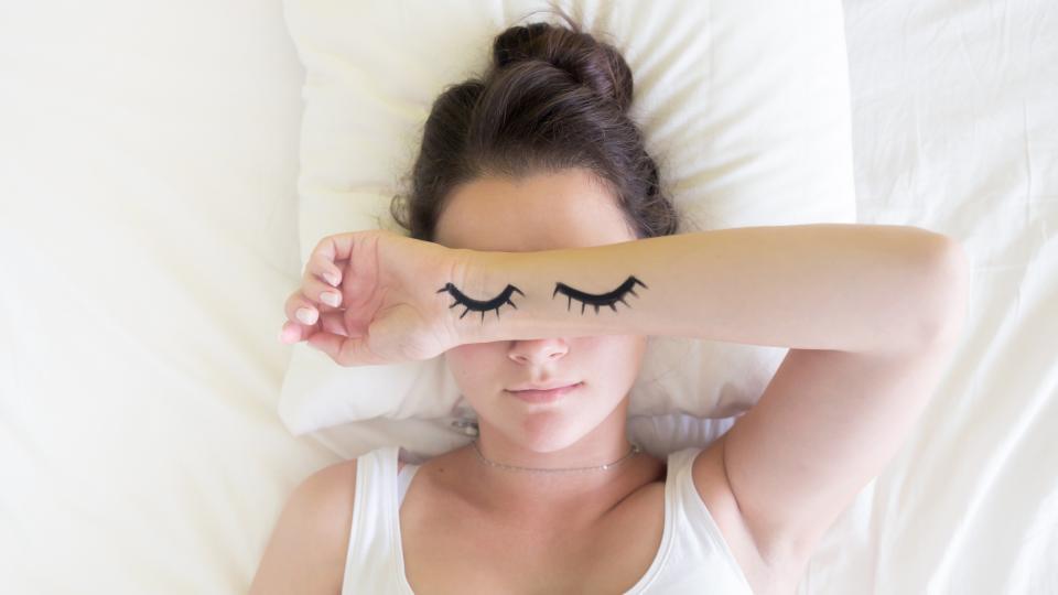 сън жена легло