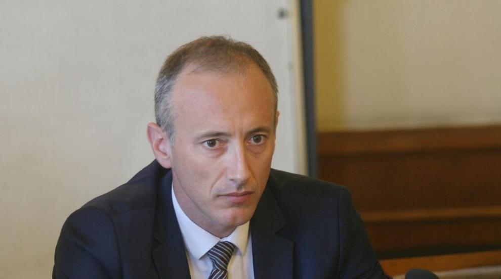 """Бори ли се МОН с """"джендър идеологията"""" в българските училища?"""