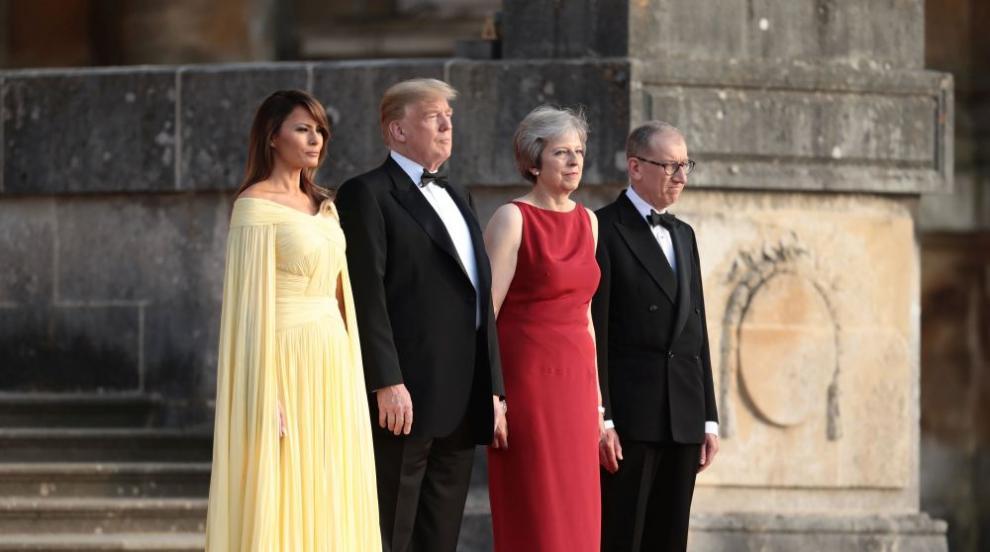 Тръмп и божествената Мелания на гала вечеря в двореца Бленъм (СНИМКИ)