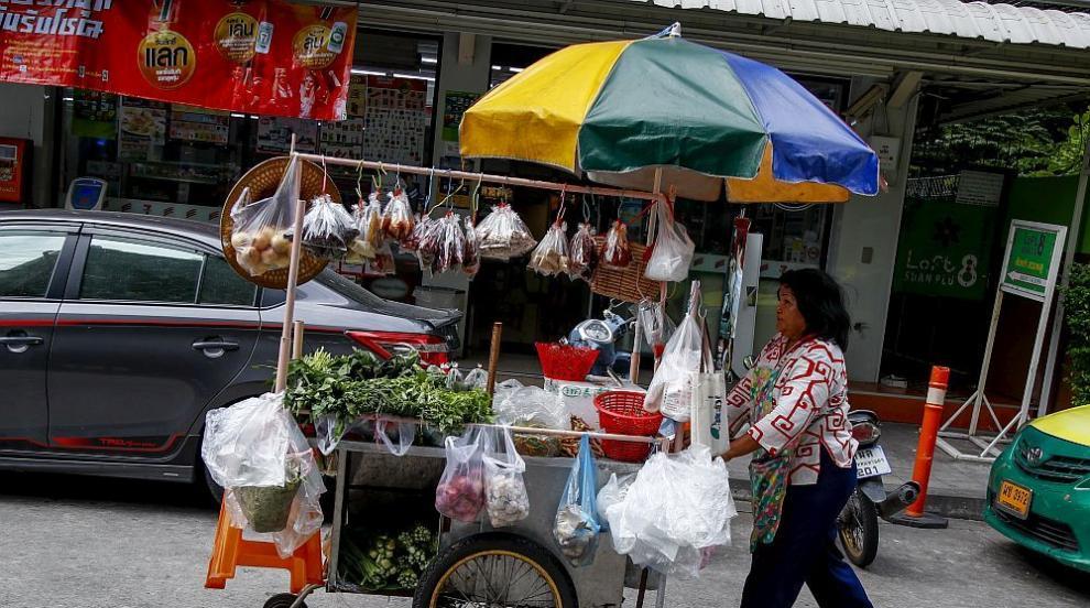 70 души пропаднаха през пода на ресторант в Тайланд (СНИМКИ)
