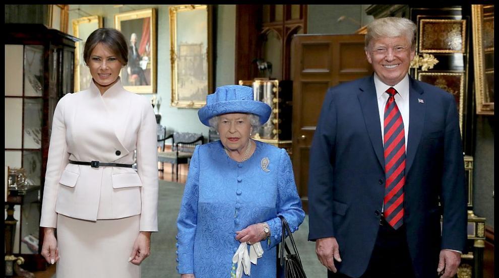 Колоритна среща: Тръмп и Мелания пиха чай при английската кралица (СНИМКИ)