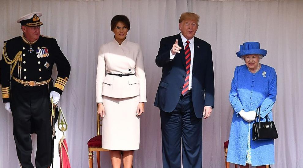 Мелания Тръмп очарова и с модния си избор за чай с кралицата (СНИМКИ)