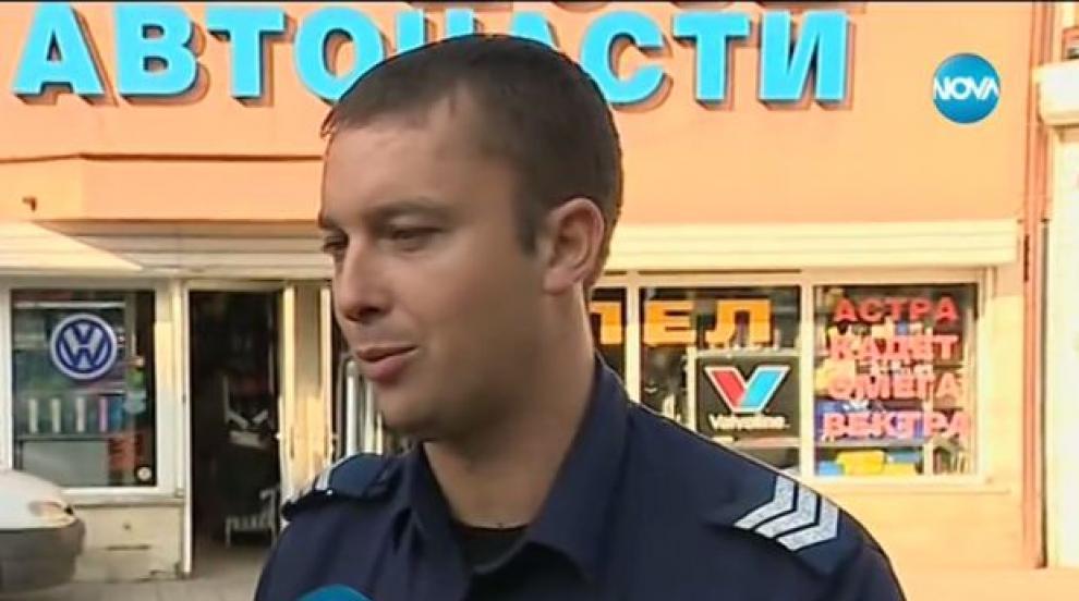 Полицаят, станал свидетел на грабеж и заловил престъпниците, разказа за...