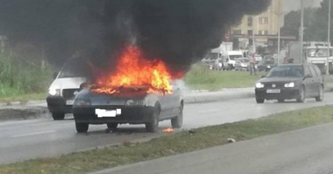 Лек автомобил с газова уредба се е запалил тази сутрин
