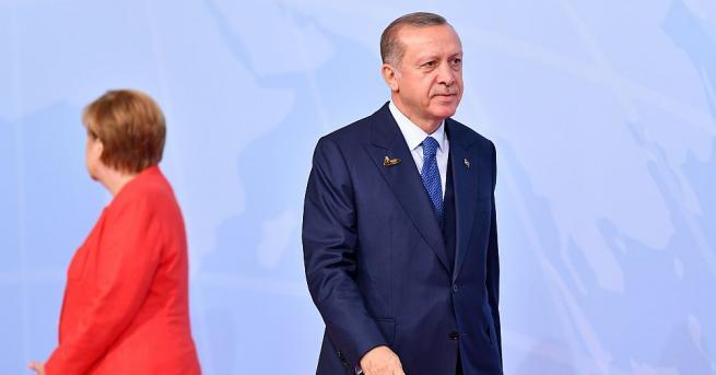Турският президент Реджеп Тайип Ердоган заяви, че е поискал от