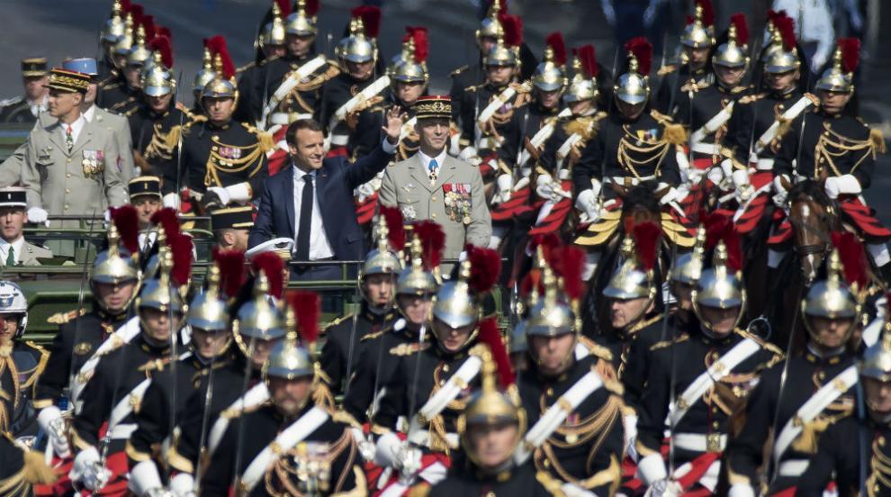 Зрелищен военен парад в Париж за националния празник на Франция (СНИМКИ)